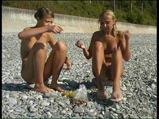 смотреть онлайн бесплатно видео нудистов пляж
